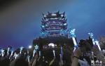 黄鹤楼点亮蓝灯为自闭症儿童祈福 与埃菲尔铁塔等1400余座地标同步