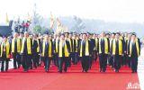参加壬辰年寻根节的领导和嘉宾步入大典现场