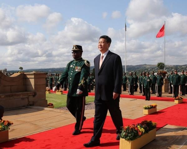 习近平出席南非总统祖马举行的欢迎仪式