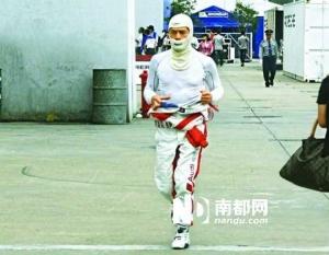 郭富城赛车意外撞车退赛人未受伤 情场赛场全失意