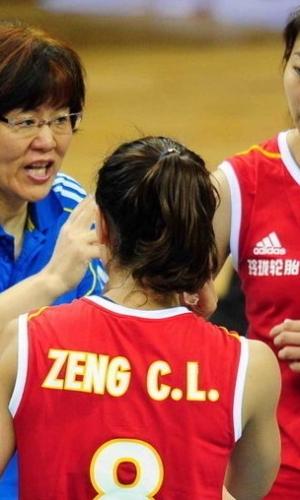 中国女排完胜泰国 郎平率队连胜