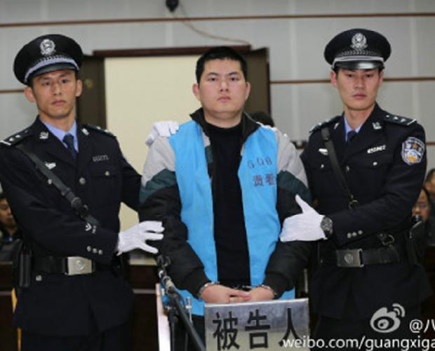 广西民警枪杀孕妇案开审 死者家属索赔123万元