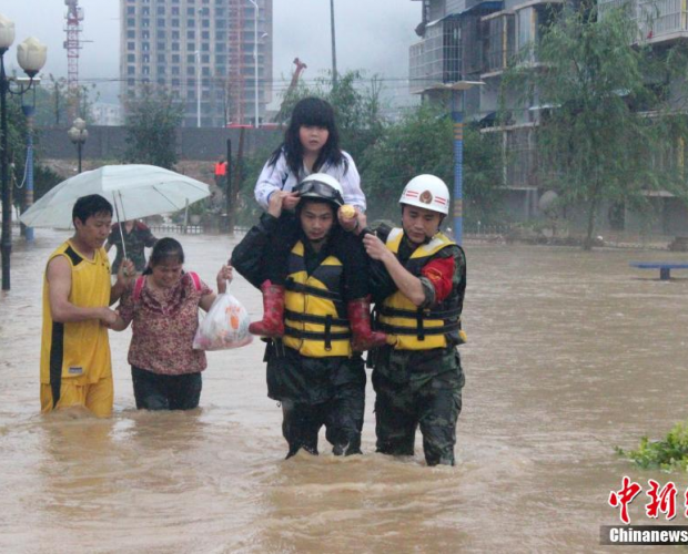 贵州多地持续强降雨 商铺民房被淹