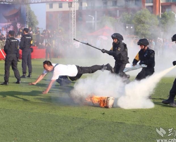 中部四省特警在汉举行反恐演练