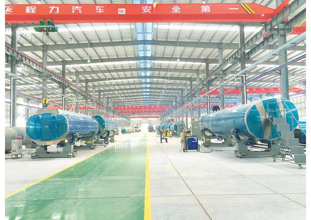 程力集团新工厂轻量化铝罐车车间