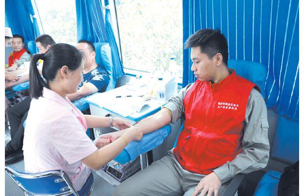随州供电公司党员服务队开展无偿献血活动