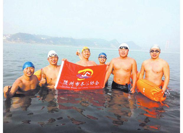 2018年全国第三届冬季长江抢渡赛暨第三十一届冬渡长江赛在宜昌市隆重举行