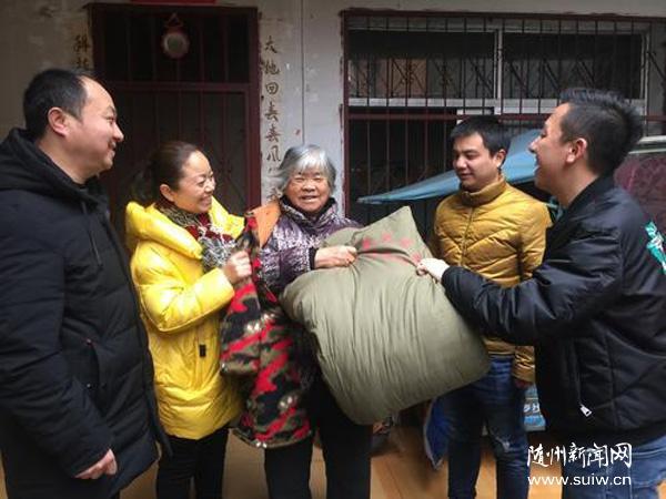 """龙寺社区开展""""情暖社区,关爱特殊群体""""志愿服务活动"""