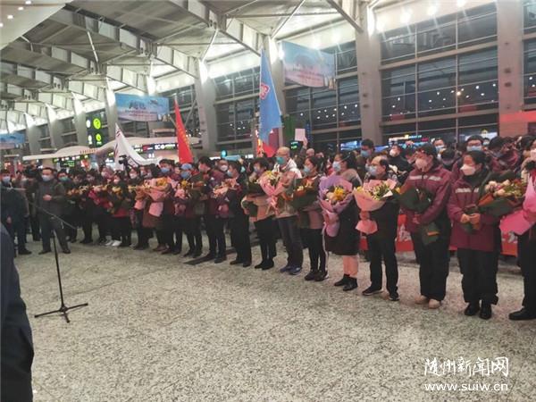 元宵夜,辽宁500名医护人员乘4架包机飞赴武汉