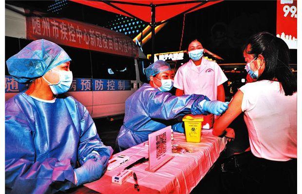随州市疾控中心设立夜间临时接种点推进疫苗接种进度